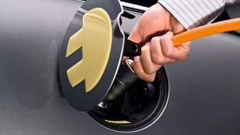 Norwegerinnen und Norweger profitieren von massiven Steuereinsparungen, wenn sie ein Elektroauto fahren. Mit Folgen: Mittlerweile besitzt mehr als jedes zweite neu zugelassene Auto keinen Verbrennungsmotor. (Themenbild)