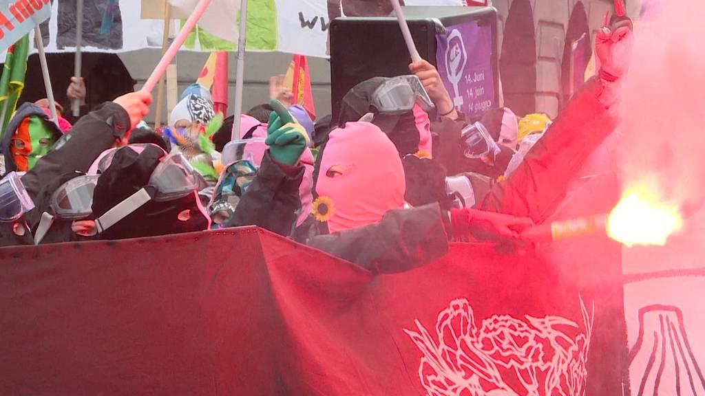 Frauendemo trotz Veranstaltungsverbot