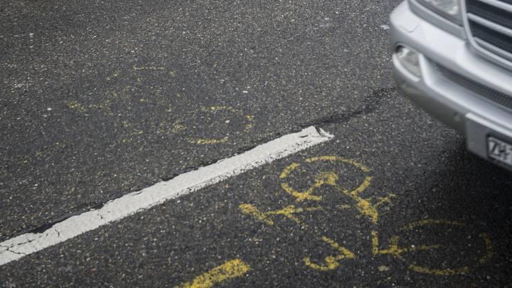 Die Velofahrerin zog sich bei dem Unfall schwere Kopfverletzungen zu. (Symbolbild)