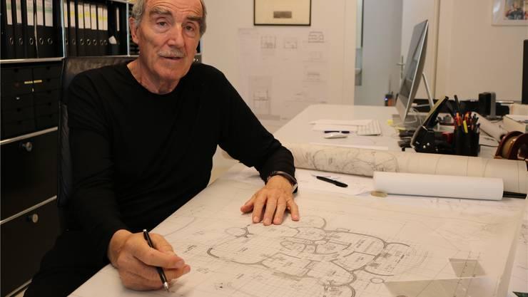 Peter Vetsch entwirft auch mit 72 Jahren noch neue Erdhäuser.