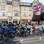 Der Tross des WM-Strassenrennens in Nordengland