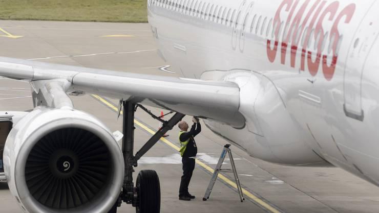 Trotz glänzendem Gewinn - die Mitarbeiter sind mit der Swiss nicht sehr zufrieden.