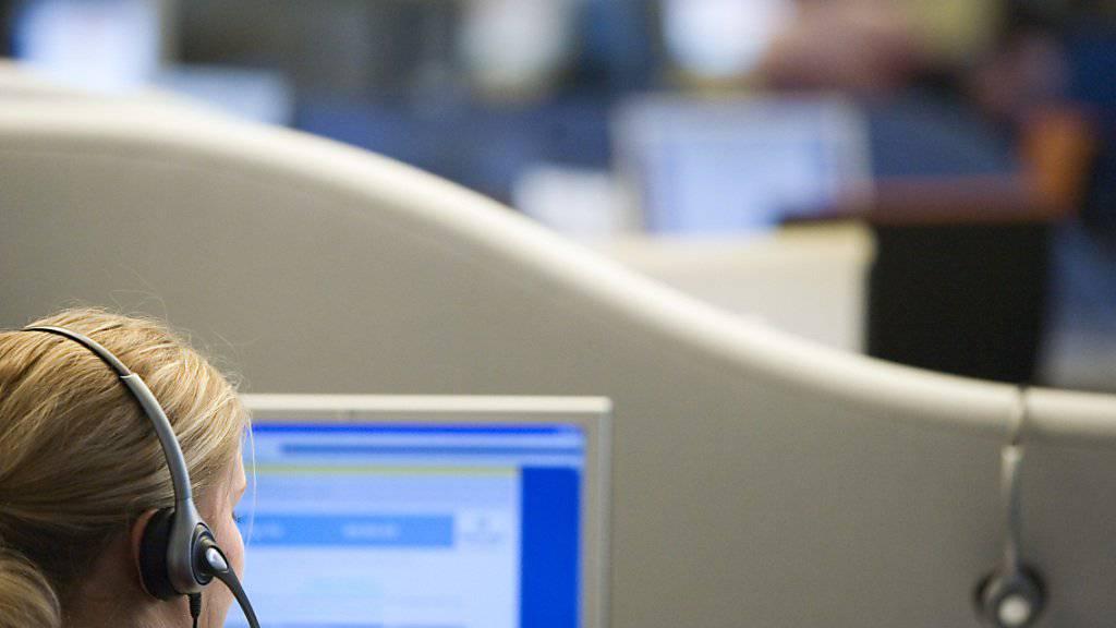 Schweizer Telefonmarketing-Firmen verärgern mit ihren Verkaufsmethoden potentielle Kunden. Am Montag stehen zwei Verantwortliche in St.Gallen wegen unlauteren Wettbewerbs vor Gericht. (Symbolbild)