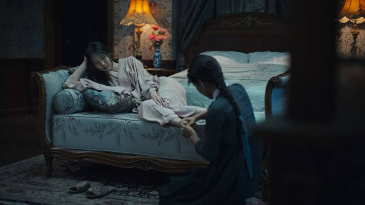 Der Film gerietfür seine explizite Darstellung lesbischer Liebesszenenin die Kritik.