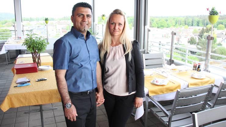 Hormat Abbaszadeh und seine Frau Maria im «Tsing Tao», dem Restaurant im obersten Stock des Hochhauses von Rohr.