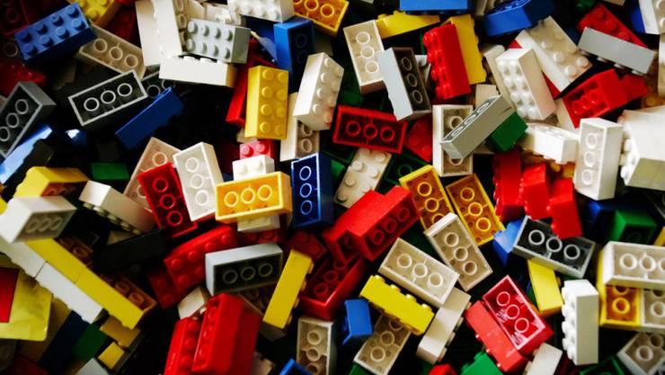 Der dänische Spielzeughersteller Lego hat im ersten Halbjahr 2016 nach einem Rekordergebnis 2015 etwas weniger verdient. (Archiv)
