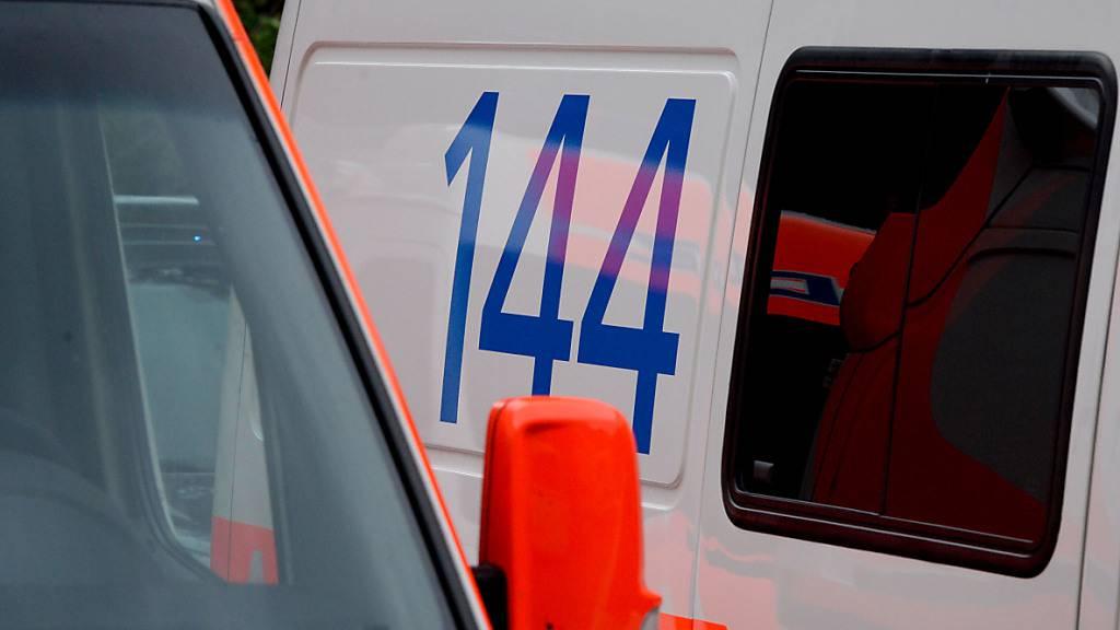 Der 14-jährige Schüler wurde mit einer Ambulanz ins Spital gebracht. (Symbolbild)