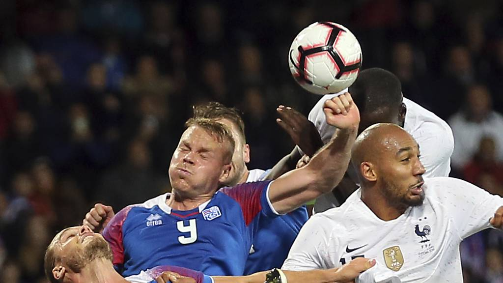 Sorgt immer wieder für rote Köpfe bei den Fussballern und Fans: Hands oder nicht? Penalty oder nicht?
