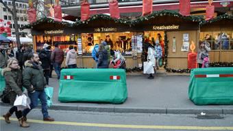 Am Weihnachtsmarkt im Einsatz: Betonelemente zur Terror-Abwehr.