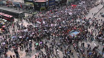 Mehrere hunderttausend Personen sind in Kolumbien am Mittwoch für mehr Geld für Bildung auf die Strasse gegangen.