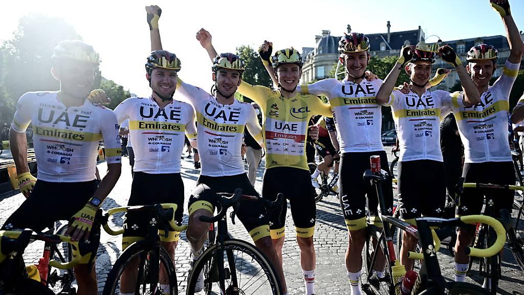 Aus Teamkollegen werden Konkurrenten: Marc Hirschi (Zweiter von links) will an den Olympischen Spielen in Tokio einen nächsten Erfolg von Teamkollege und Tour-Sieger Tadej Pogacar verhindern