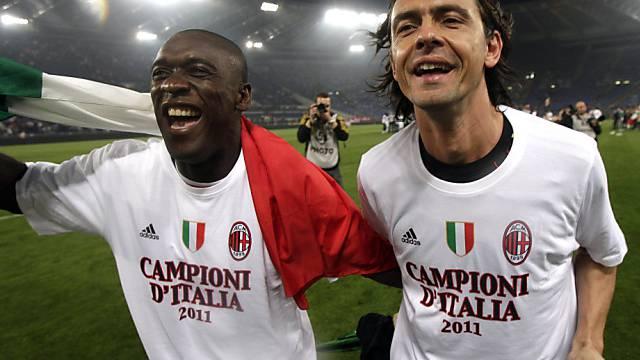 Seedorf (l.) und Inzaghi feiern zusammen den Meistertitel 2011