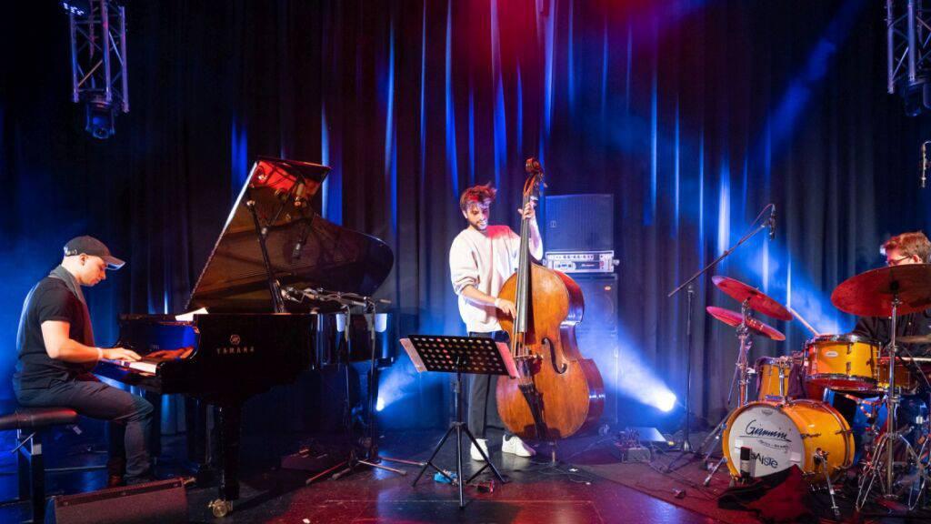 Das Matthieu Mazué Trio hat die Jury am diesjährigen ZKB Jazzpreis überzeugt. Die Band belegte vor den Berner OORT CLOUD den ersten Platz. (Foto: Organisatoren ZKB Jazzpreis)