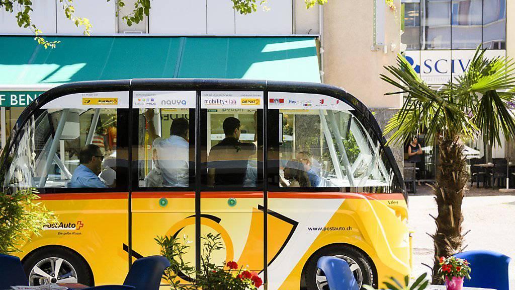 Das MobilityLab Sion Valais und die PostAuto Schweiz AG begannen am 23. Juni mit öffentlichen Tests von autonomen Shuttles für den Personentransport. (Archiv)
