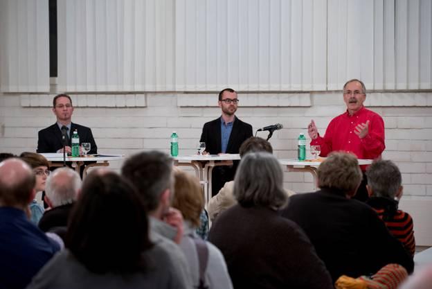 Podiumsdiskussion mit zwei der drei Gemeindepräsidiumskandidaten