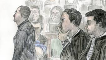 Aus Sicht von zwei Genfer Experten dürfte die Suche nach einem dritten Gutachter schwierig werden. Am letzten Donnerstag hat das Gericht den Prozess zum Tötungsdelikt Aline ausgesetzt. Vor Gericht steht der Angeklagte Fabrice A. (links). (Archivbild)