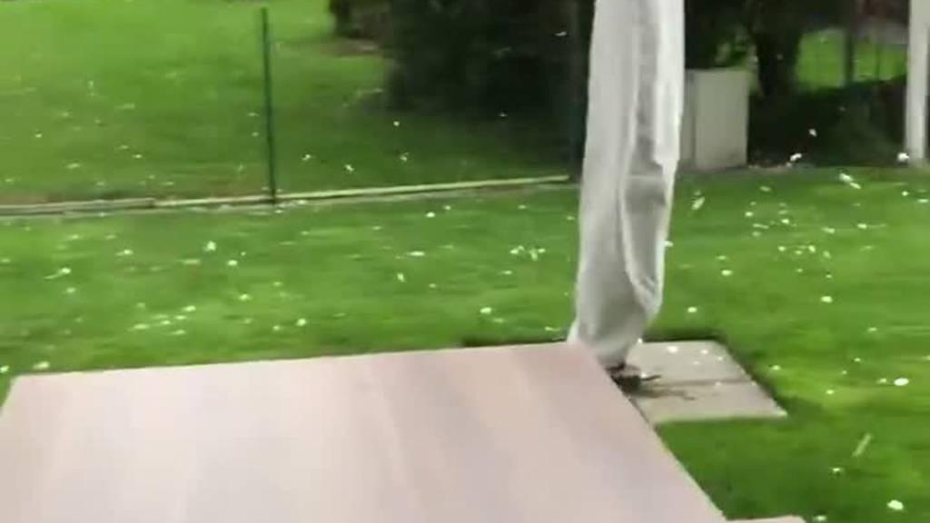 Riesige Hagelkörner: Sturm beschädigt Seilpark in Scuol