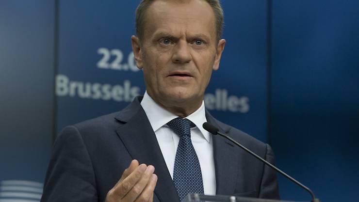 """Der EU-Gipfel in Brüssel hat sich am Donnerstag auf eine ständige strukturierte Zusammenarbeit bei der Verteidigung geeinigt. EU-Ratspräsident Donald Tusk nannte dies einen """"historischen Schritt""""."""