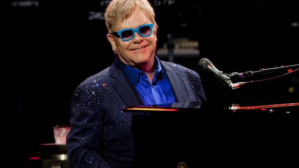 Sir Elton John hat dem Modeschöpfer Dolce seine Anti-Leihmütter-Aussage verziehen (Archiv)