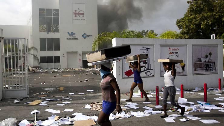 Auf Haiti kam es am Samstag zu gewaltätigen Protesten gegen eine geplante Erhöhung der Treibstoffpreise.
