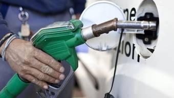 Die Verkehrskommission des Ständerats lehnt den Vorschlag des Bundesrats ab, eine CO2-Abgabe auf Benzin und andere Treibstoffe einzuführen (Symbolbild)