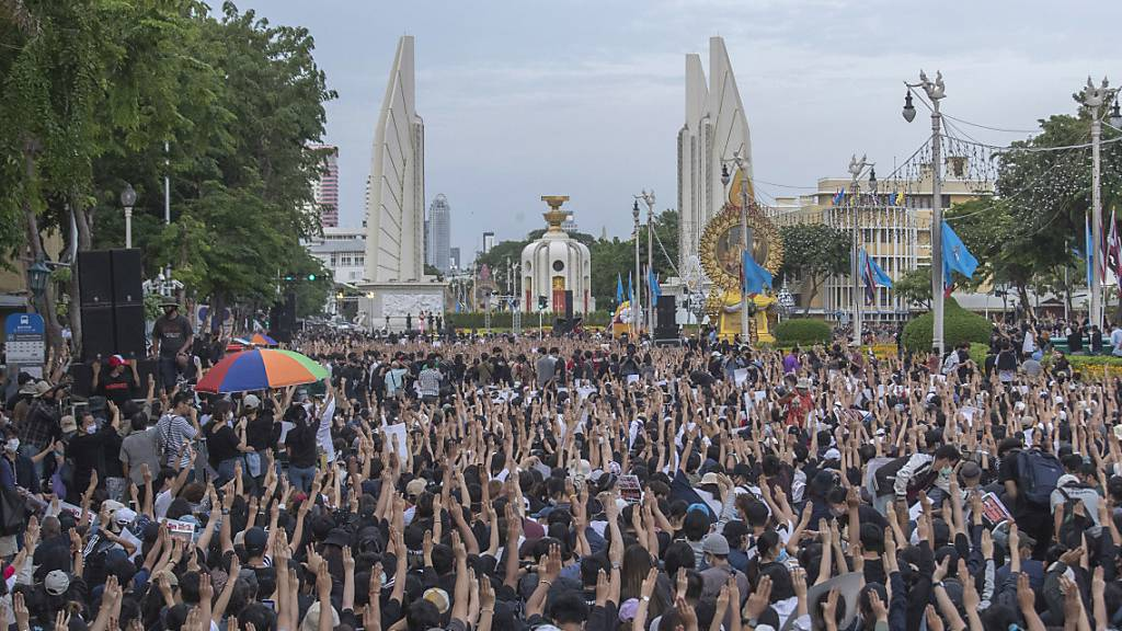 Tausende protestieren in Bangkok gegen thailändische Regierung