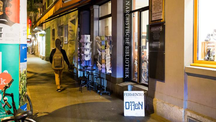 Die anarchistische Bibliothek Fermento in Zürich: Hier wird zu Gewalt aufgerufen.