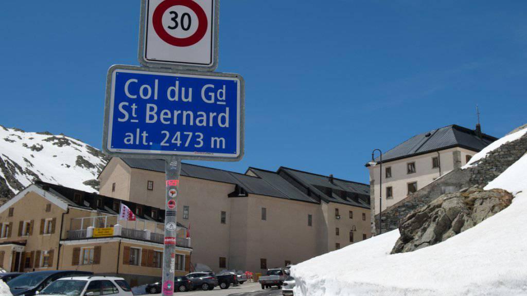 Nach der Schliessung der Passstrasse über den Grossen St. Bernhard bei gleichzeitiger Sanierung des Tunnels ist das Wallis mit Italien nur noch über den Simplonpass verbunden. (Archivbild)
