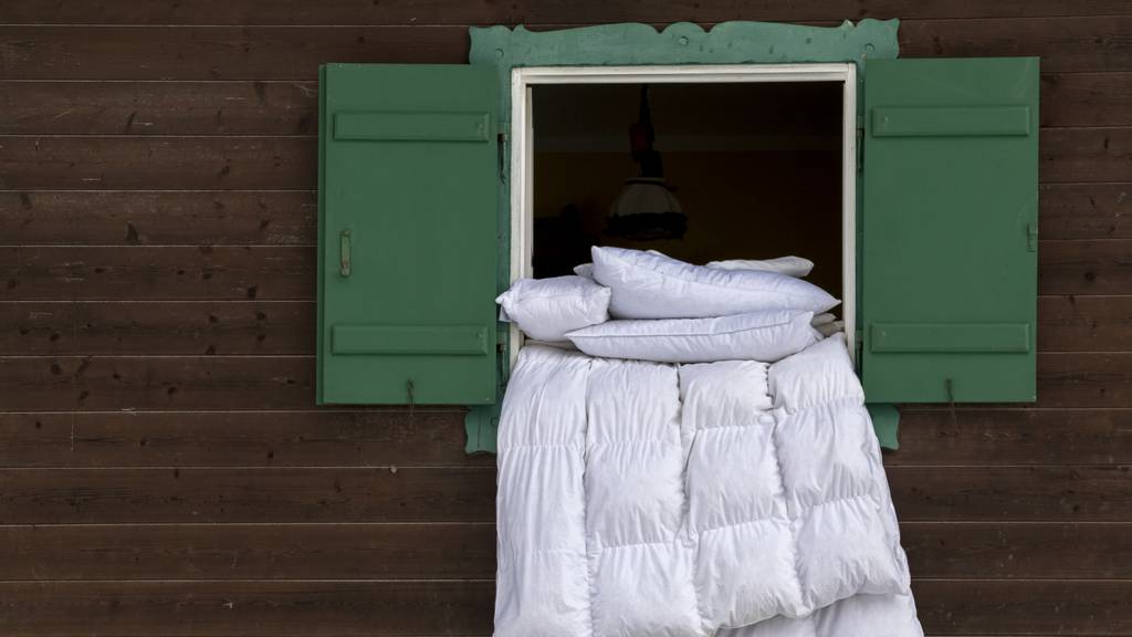 Darum solltest du jetzt deine Bettwäsche draussen aufhängen