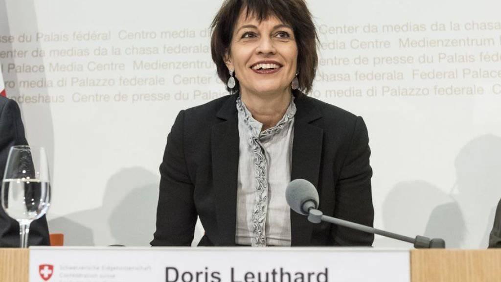 Der NAF schafft die Basis, um das Nationalstrassennetz leistungsfähig zu halten und Engpässe zu beseitigen. Davon zeigte sich Bundesrätin Doris Leuthard am Montag vor den Medien in Bern überzeugt.