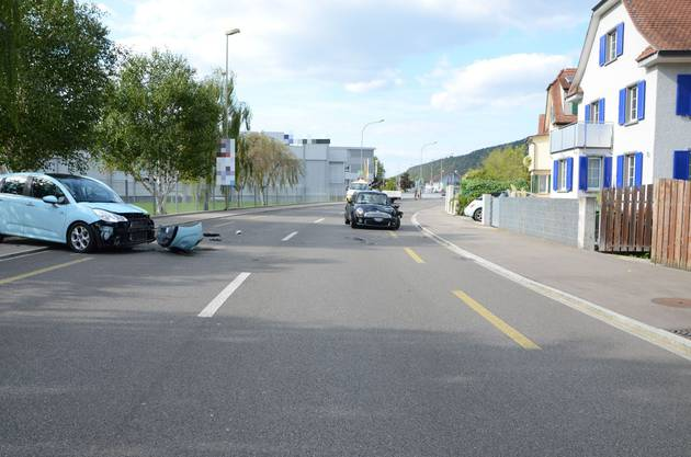 Eine 22-jährige Autofahrerin geriet in einer Kurve leicht auf die Gegenfahrbahn und touchierte ein entgegenkommendes Auto.
