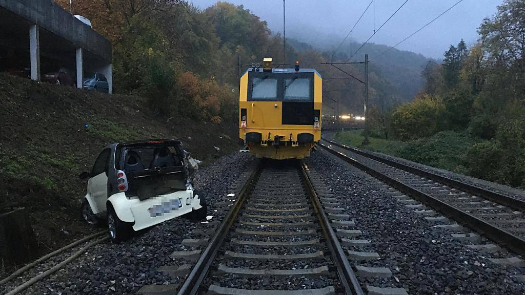 Kollision mit Zug: Ungesicherter Auto rollt in Baden AG auf Gleis
