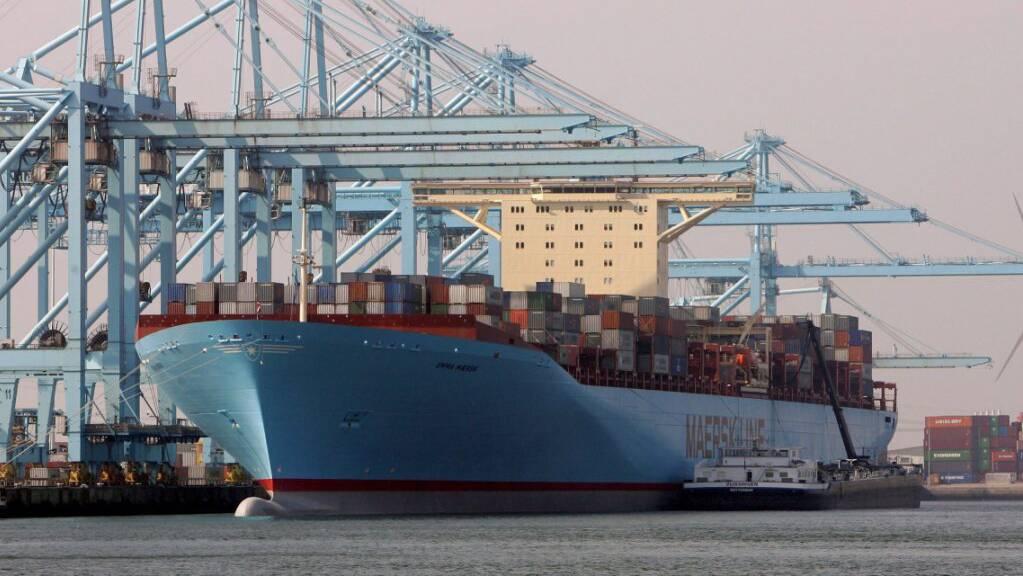 Der dänische Reeder Maersk hat im ersten Quartal 2021 den Gewinn gegenüber dem Vorjahr deutlich gesteigert. Der Konzern profitierte von der starken Nachfrage am Logistikmarkt. (Archivbild)