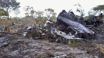 Trümmer des Flugzeugs im Bwabwata Nationalpark. (Archiv)
