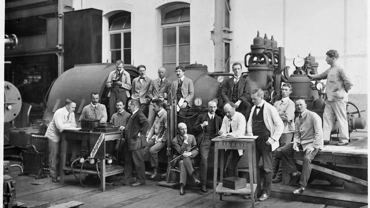 Ein Bild aus den Anfangszeiten der BBC: Personal der Turbinen- und Maschinenfabrik im Jahr 1915.