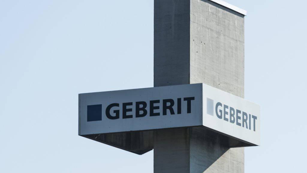 Geberit - im Bild der Hauptsitz in Rapperswil-Jona - macht zwei Keramikwerke in Frankreich dicht. (Archiv)