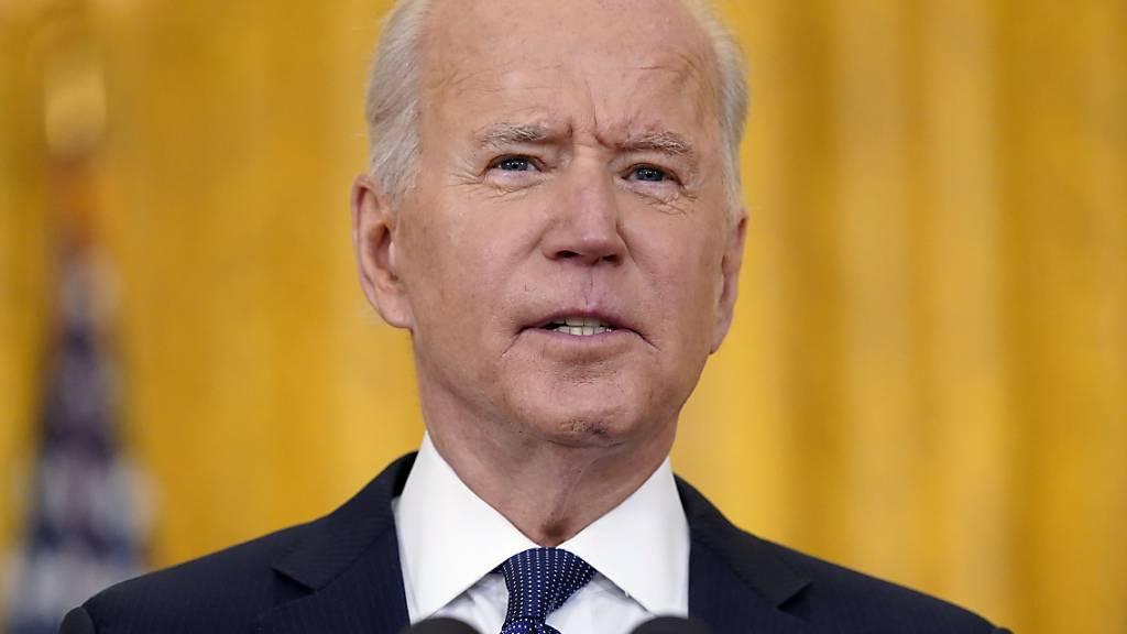 Joe Biden, Präsident der USA, spricht bei einer Pressekonferenz im East Room des Weißen Hauses über die amerikanische Wirtschaft. Foto: Evan Vucci/AP/dpa