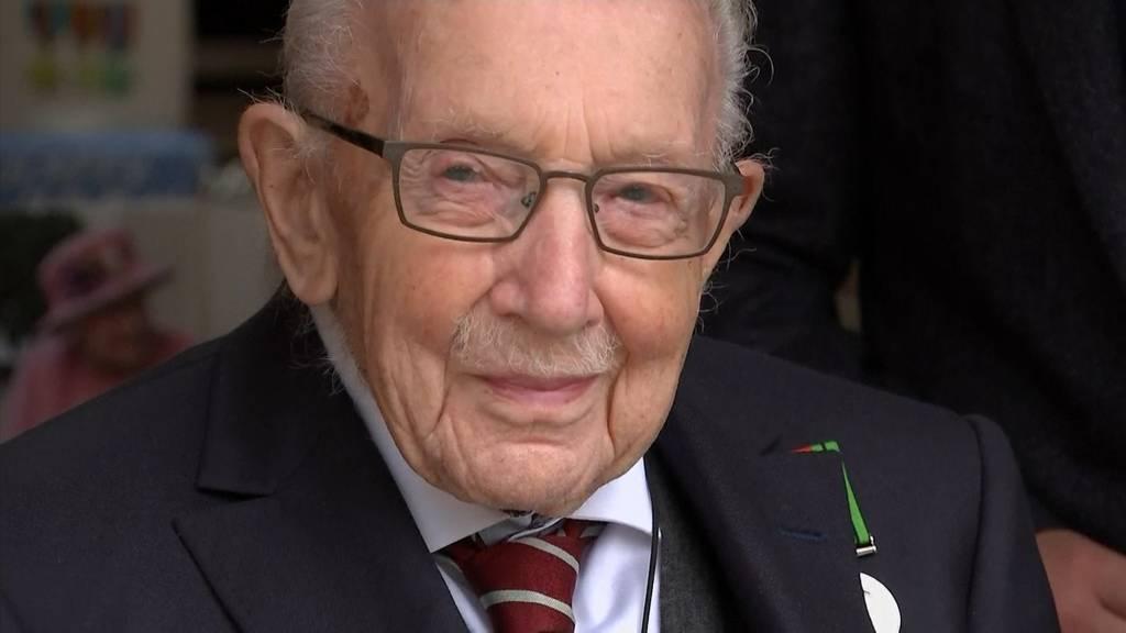 Britischer Spendensammler Captain Tom Moore feiert 100. Geburtstag