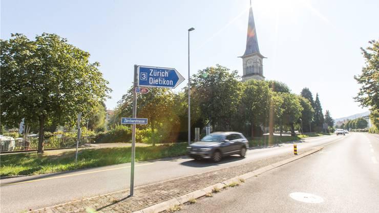 So frei ist die Fahrt nicht immer in Neuenhof: eine Aufnahme der Zürcherstrasse im September.