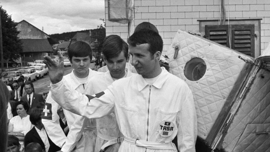 Als junge Gretzenbacher zum Mond fuhren: Die drei Amateur-Astronauten Klemens Schenker, Franz und Peter Wiehl vom «Team Apollo Switzerland America» und ihre Raumkapsel. (Archivbild)