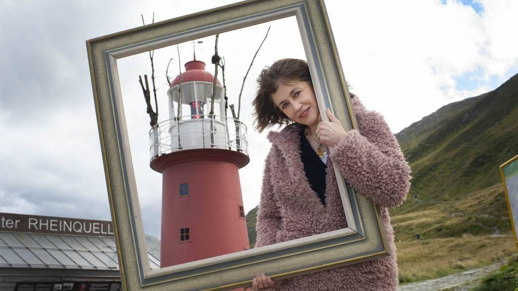 Walliser Sängerin Sina ist Leuchtturmwärterin auf dem Oberalppass