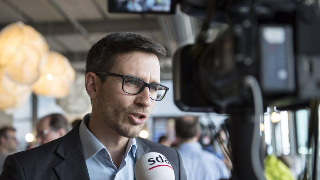 Raffael Wüthrich vom Komitee der Vollgeld-Initiative zeigt sich trotz des klaren Neins zufrieden: Man habe einen Teil des Stimmvolks davon überzeugen konnten, dass es in Bezug auf die Geldschöpfung durch die Geschäftsbanken eine richtige Änderung brauche.