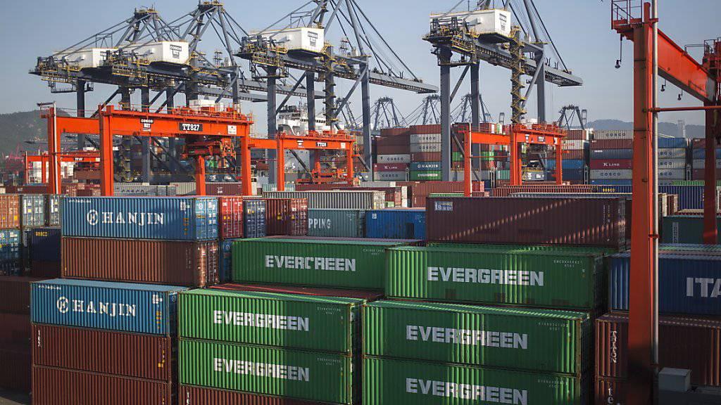 Das US-Handelsdefizit ist unerwartet deutlich gesunken, die Exporte gestiegen. (Archhiv)