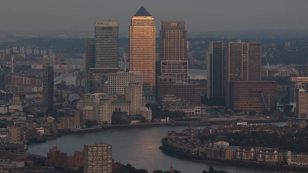 """Steht mitten im Herzen des Londoner Finanzzentrums: Der Wolkenkratzer """"Leadenhall Building"""", der aufgrund seiner Form den Spitznamen """"Käsereibe"""" trägt."""