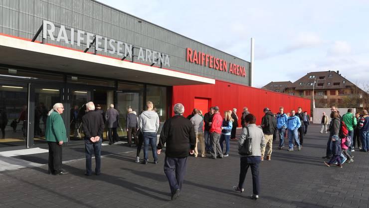 Markantes Zeichen der regionalen Verankerung: Durch Sponsoringbeiträge mitfinanzierte Mehrzweckhalle «Raiffeisen Arena» in Hägendorf.
