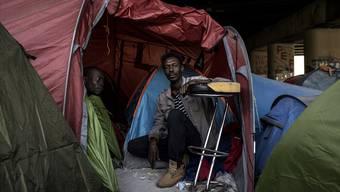 Asylsuchende sehen sich in Frankreich künftig mit schärferen Regeln konfrontiert.