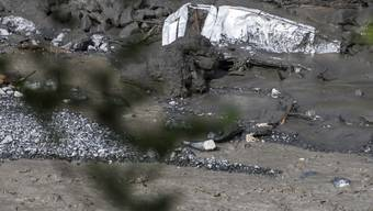 Wrack eines Fahrzeugs im Fluss Losentse bei Chamoson. (Archivbild)