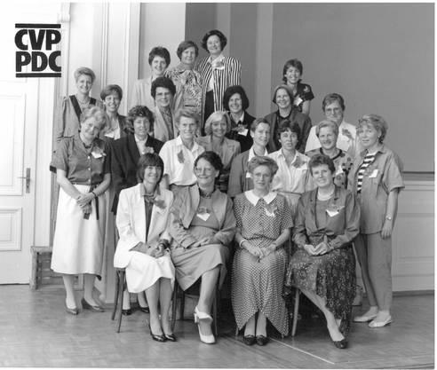 National- und Ständeratskandidatinnen der CVP an einem Wahlkampftag in Olten 1987. Ruth Grossenbacher sitzt vorne links.