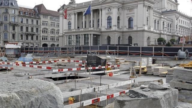 Die Baustelle vor dem Opernhaus in Zürich