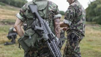Soladaten der Schweizer Armee bei einer Übung (Archivbild).